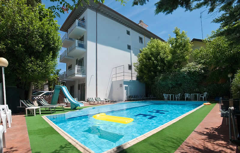 Hotel embassy - Residence riccione con piscina ...